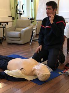 Bruno Martinez a appris à l'équipe à faire le massage cardiaque.